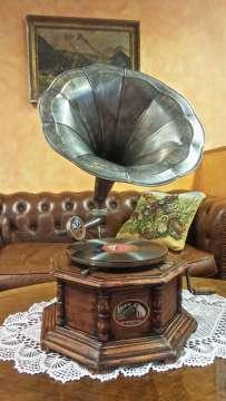 NOSTALGICKÝ gramofon