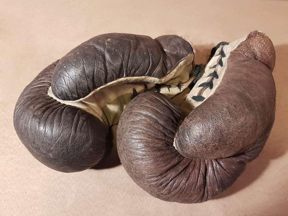 Staré boxerské rukavice