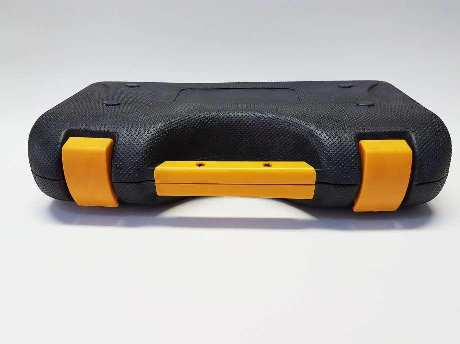 Kufrík s náradím