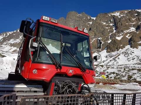 Snežné pásové vozidlo