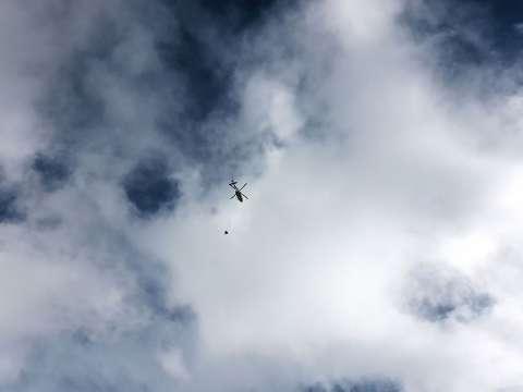 Vrtuľník na oblohe