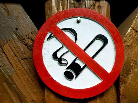 Zákaz fajčiť