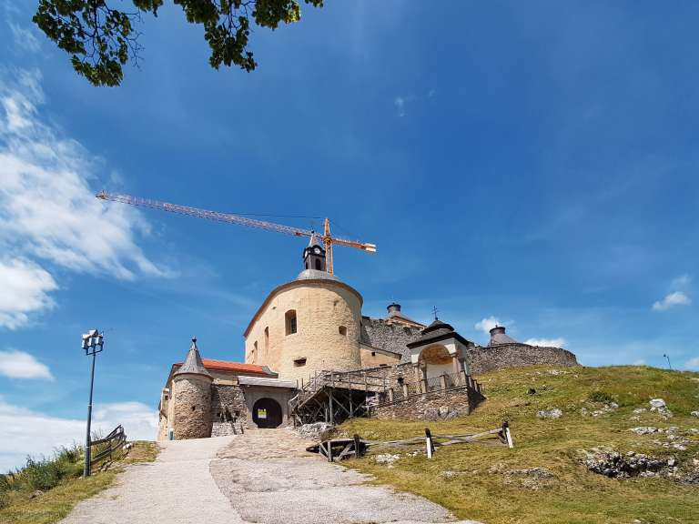 Oprava hradu Krásna Hôrka
