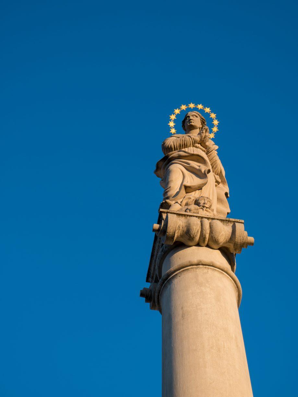 Mariánsky stĺp so sochou Immaculaty