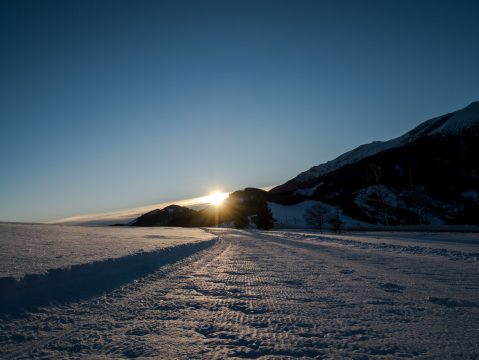 Východ slnka -zimná krajina