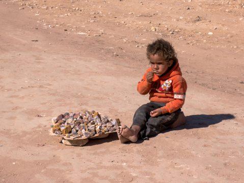 Malý chlapec v Jordánsku