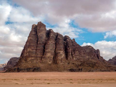 """Skalný útvar """"Sedem pilierov múdrosti"""" púšť Wadi Rum"""