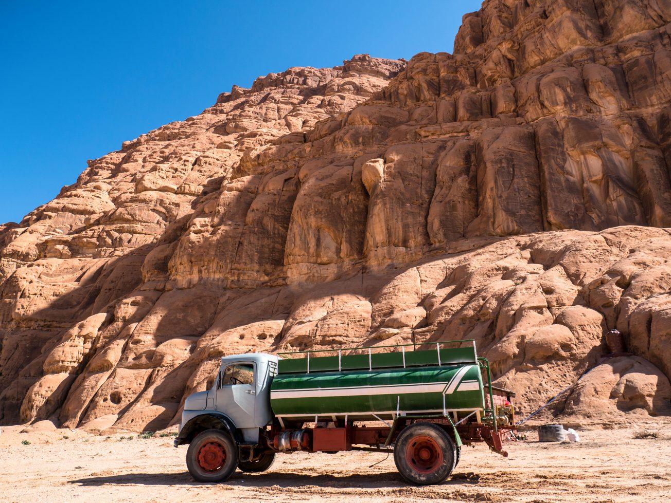 Nákladné auto v púšti