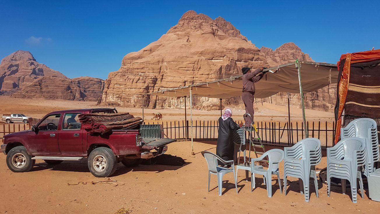 Stavanie stanu v púšti Wadi Rum