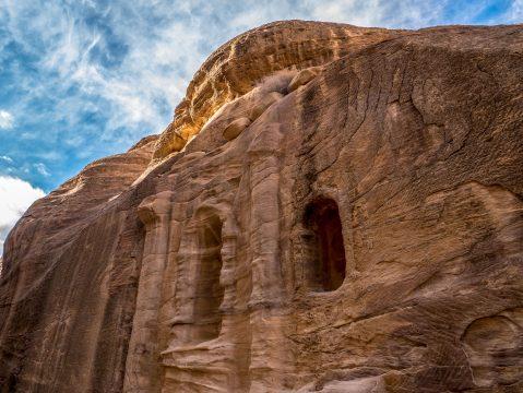 Petra – mesto vytesané do skaly