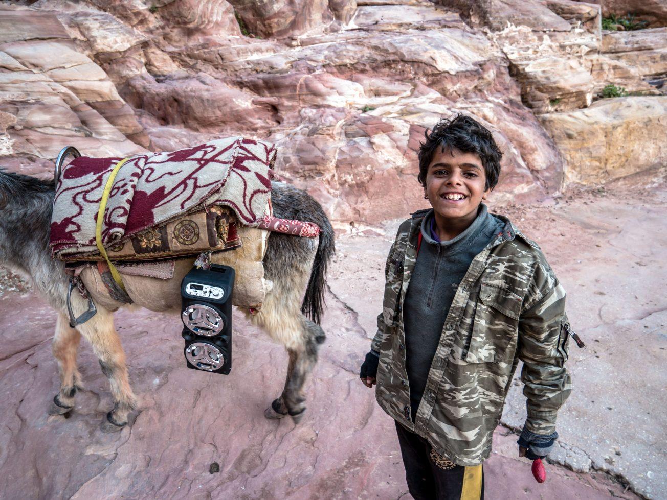 Chlapec v Jordánsku