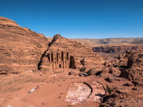 Monastery (Al Dayr) monumentálna stavba vytesaná zo skaly