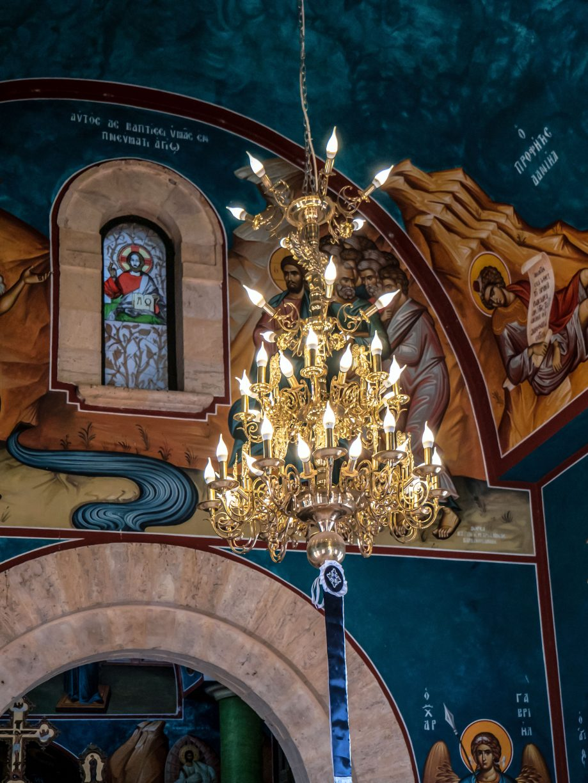 Luster v kostole
