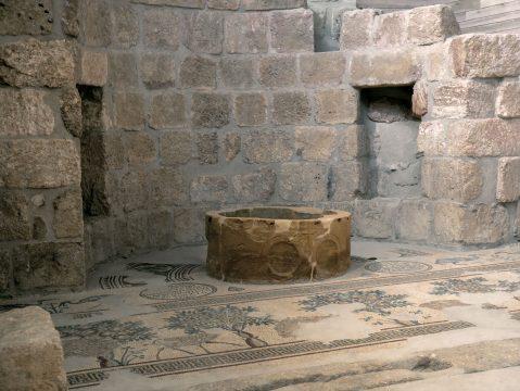 Staré hradby v Kostole na Moute Nebo, Jordánsko