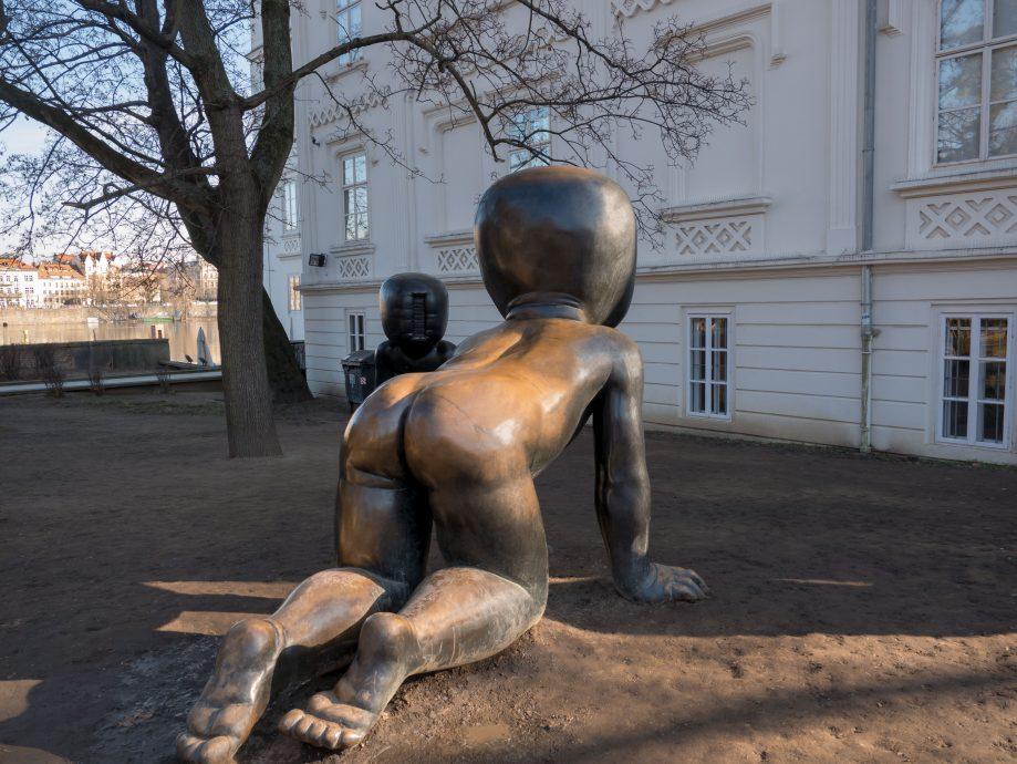Crawling babies v Prahe