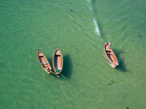 rybár na loďke