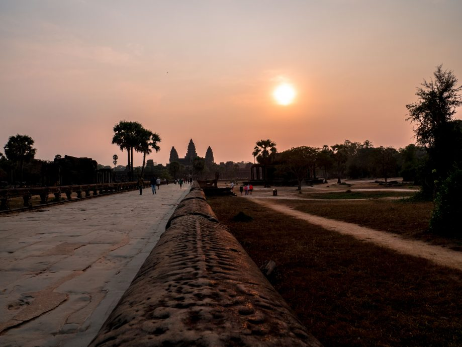Angkor Wat pri východe slnka