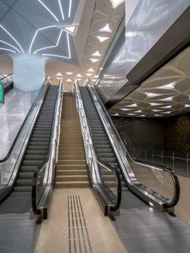 Pohyblivé schody v metre